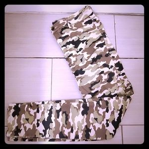 Womens Plus H&M Camo Jeggings Size 33